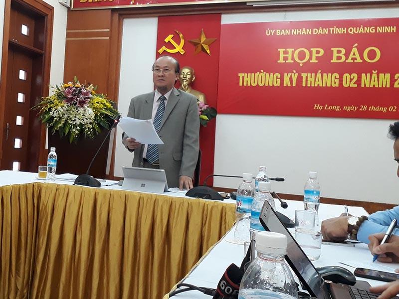 Ông Vũ Văn Hợp, CVP UBND- Người phát ngôn tỉnh Quảng Ninh cung cấp thông tin cho báo chí